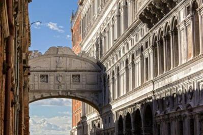 Sejur Lido di Venezia luna mai bilet de avion si hotel inclus