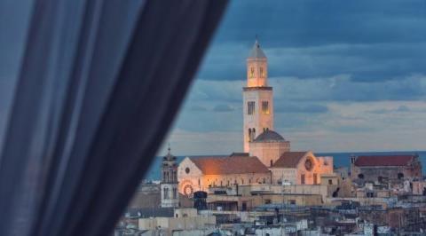 City break Bari Mos Nicolae bilet de avion si hotel inclus
