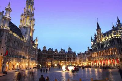 City break Bruxelles aprilie,  bilet de avion si hotel inclus