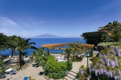 City break Costa Amalfi  1 martie 2018  bilet de avion si hotel inclus