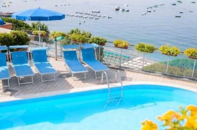 City break  Costa Amalfi  Craciun 2017  bilet de avion si hotel inclus