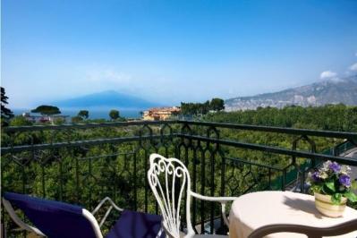 City break Costa Amalfi ianuarie bilet de avion si hotel inclus