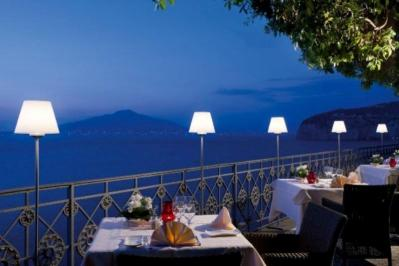 City break Costa Amalfi mai bilet de avion si hotel inclus