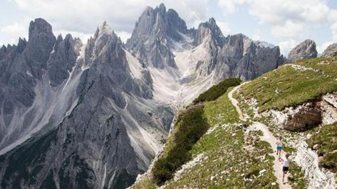 City break Dolomiti august week-end Sf. Maria bilet de avion si hotel inclus