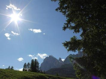 City break Dolomiti iulie bilet de avion si hotel inclus