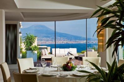City break Napoli Paste 2018, bilet de avion si hotel inclus