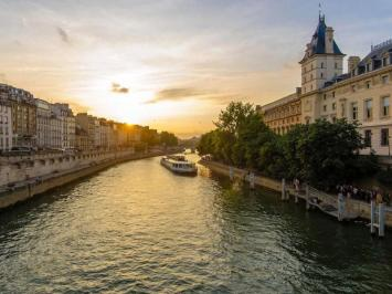 City break Paris vara 2018 iulie avion si hotel inclus