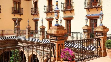 City break Sevilla noiembrie bilet de avion si hotel inclus