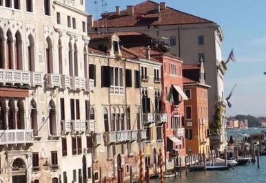 City break Verona Valentine's Day  bilet de avion si hotel inclus
