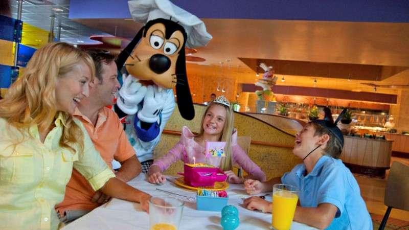 Vacanta Disneyland Paris februarie bilet de avion si hotel inclus