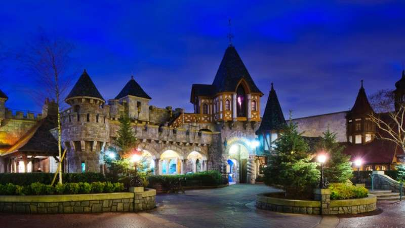 Vacanta Disneyland Paris 2 adulti si 1 copil bilet de avion si hotel inclus