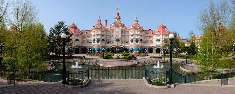 Vacanta Disneyland Paris vacanta 1 iunie bilet de avion si hotel inclus