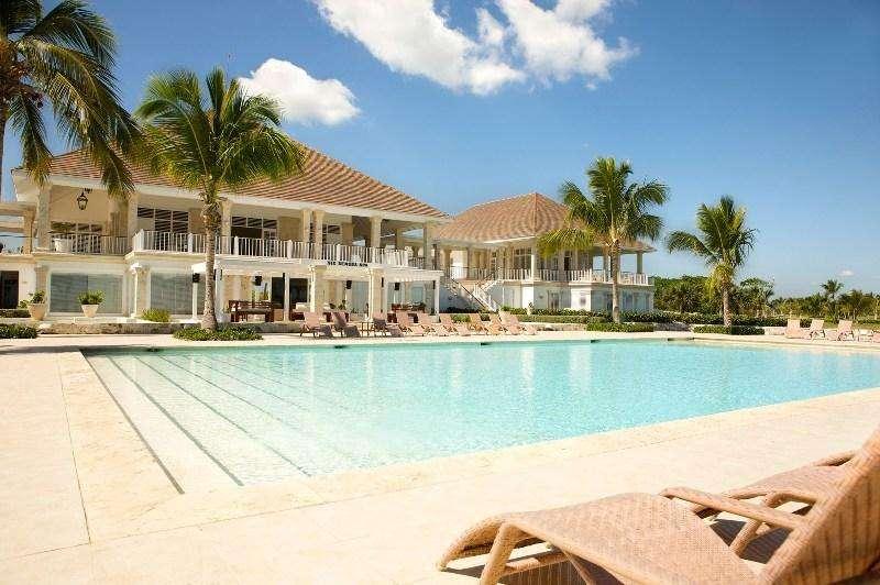 Vacanta exotica PLAYA BAVARO Republica Dominicana Sirenis Punta Cana Resort 5*